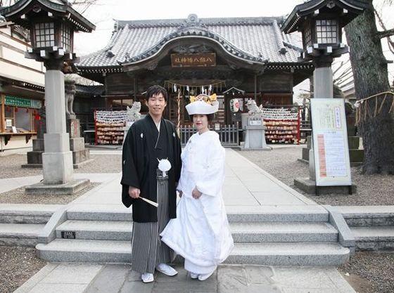 近隣の八剱八幡神社で本格的神前挙式