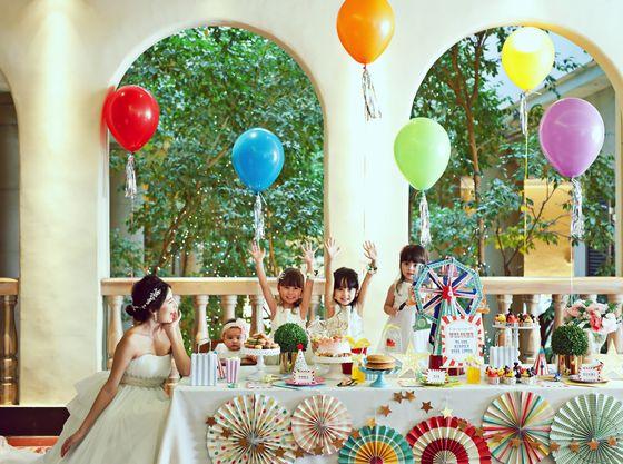 ベビーやキッズがたくさんのパーティーなら、こんなかわいいコーディネートもおすすめ!