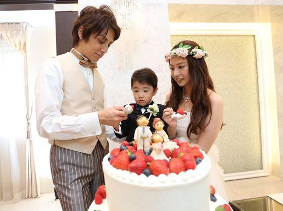 ウェディングケーキはお子様も一緒のオリジナルケーキ♪