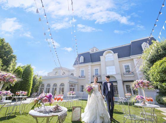 花嫁に絶大な人気を誇るフランス館。広々としたガーデンも魅力的