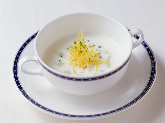 小さいお子様には特製スープのご用意も可能