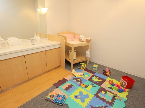 おもちゃを広げて安心して楽遊べるキッズスペースが作れる!