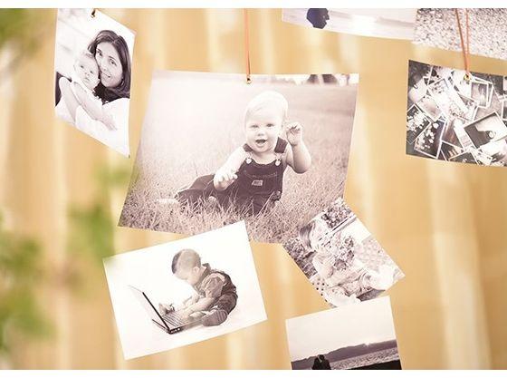 家族みんなの写真を飾る演出は、思い出を語り合い、温かい雰囲気に。