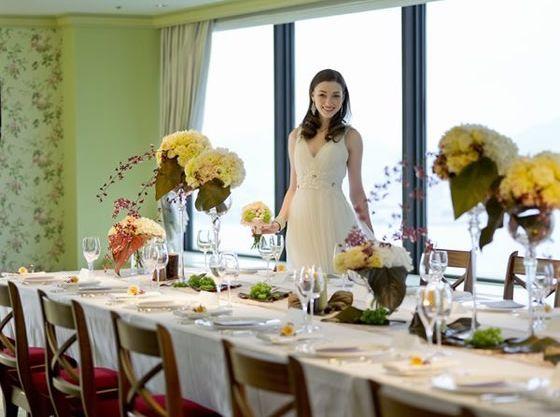 ホテル最上階のレストランには少人数にも対応できる個室も完備