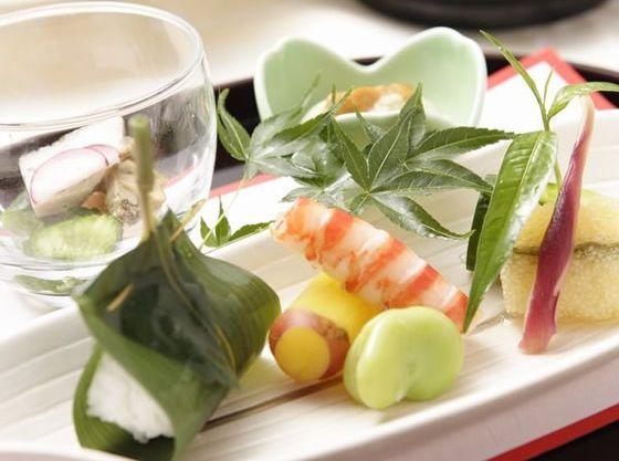 和食や和洋折衷料理も人気、ゲストがお料理を選ぶこともできます