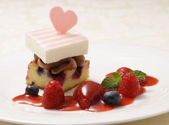 パティシエが毎日手作りで完成させるデザートも人気