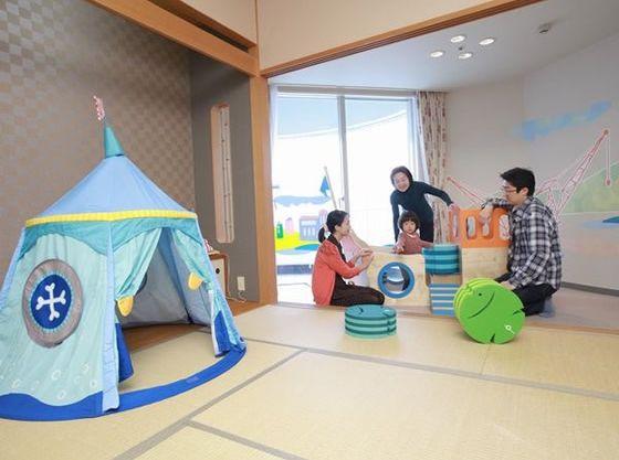 お部屋の中にはキッズテントなど魅力あるおもちゃもたくさん