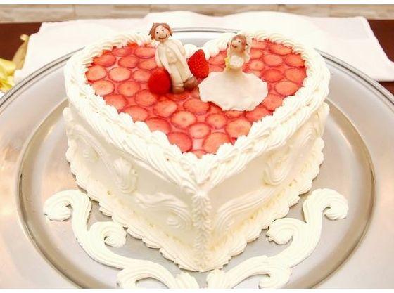 ご希望に合わせてオリジナルのウェディングケーキも!