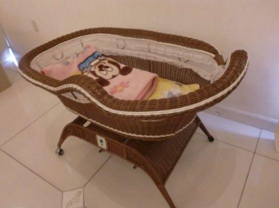 お子さまのお昼寝にはベビーベッドもございます。