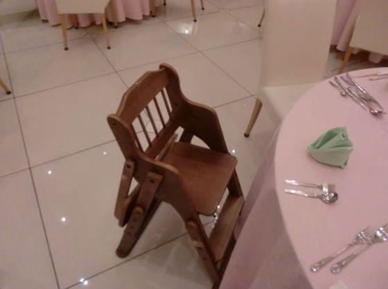 お子さま椅子も完備。