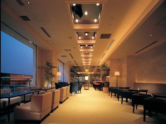 ゲストの待合いスペースは、広々とした贅沢な空間。