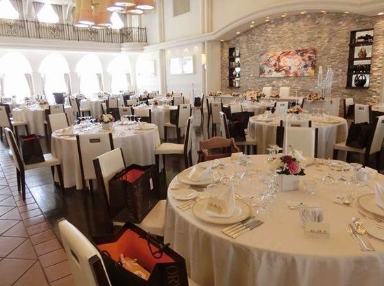 「エミリオ」はリゾートテイストのガーデンとモダンなパーティー会場。