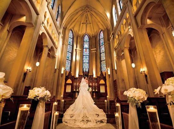 「サンタフィオーレ大聖堂」はイタリアのオルヴィエートに実在する大聖堂がモチーフです。