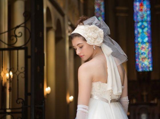ヨーロッパの教会の雰囲気そのままに白ドレスがとても素敵に・・・