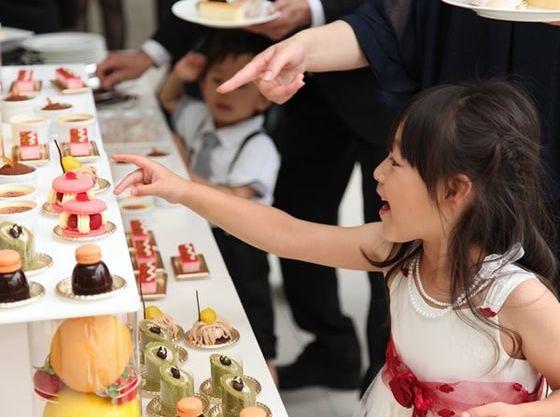 デザートビュッフェは子供から大人まで大人気。