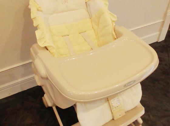 年齢に合わせてお子様椅子をご用意しております。