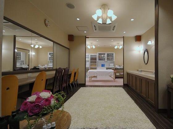 お子様も安心の床がじゅうたんのお部屋もご用意できます。