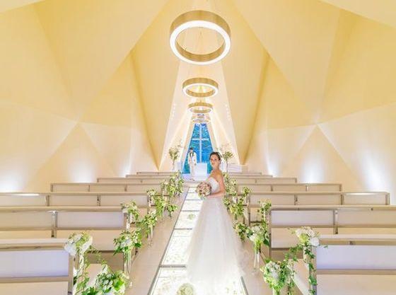 「軽井沢 風の教会 ブラーサビアンカ」もキリスト式、人前式に対応しています。