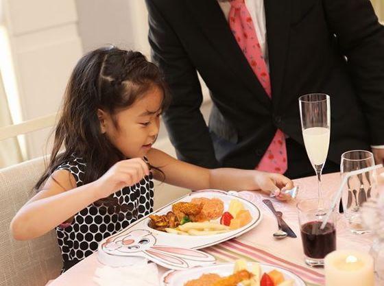 プレートとお子さま用プチコースがあり、お子さまの年齢に合わせてお料理をご用意できます。