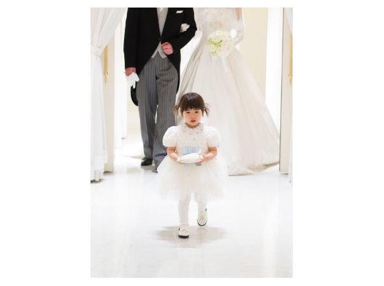 式場と提携している全国のドレスショップでお子さま用衣裳のレンタルが可能です。
