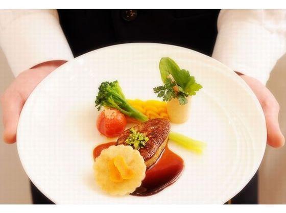 坂井シェフの洋風懐石料理をご堪能ください