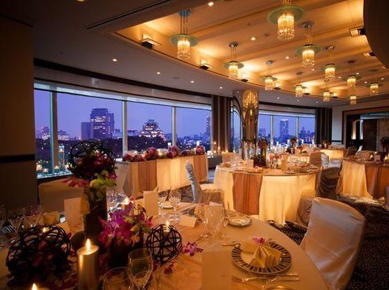 ホテル最上階にある大阪城の見える会場。(サンセット)