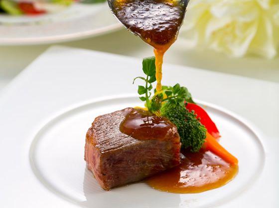 お箸で食べらるコースメニューはどの年齢の方にも食べやすいと好評。