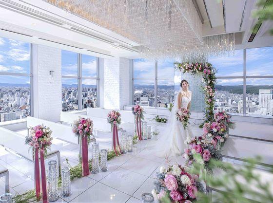 6b4f2a01c36d7 岡山県第1号のウェルカムベビーの結婚式場です。昨年5月にオープンした20階『No.20』と合わせ2つのチャペルと披露宴会場が揃っている各階1フロアが完全貸切となって  ...