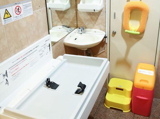 オムツ替えスペースや、お子様用の細やかな設備を整えております