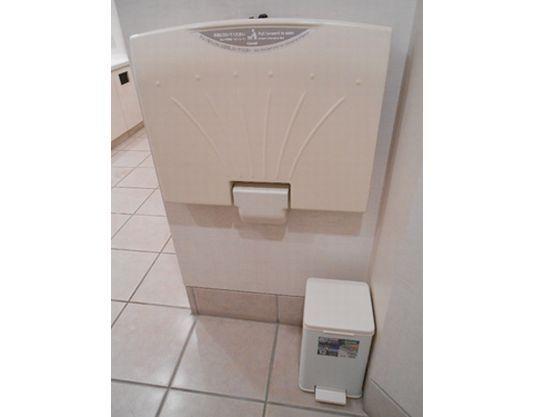 おむつ替えスペースは、2階女性用トイレにございます