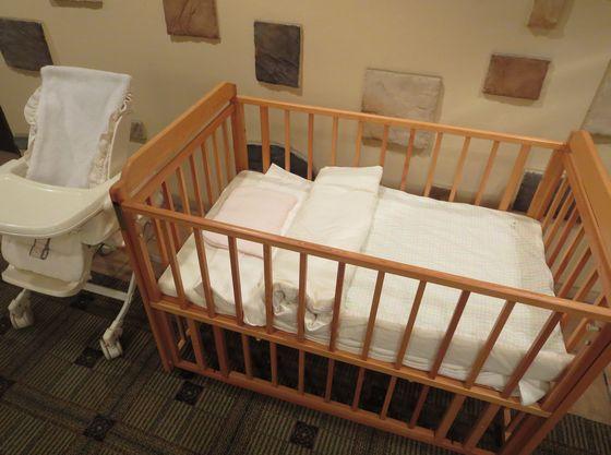 お子様が休めるベビーラック・ベッドをご準備しております
