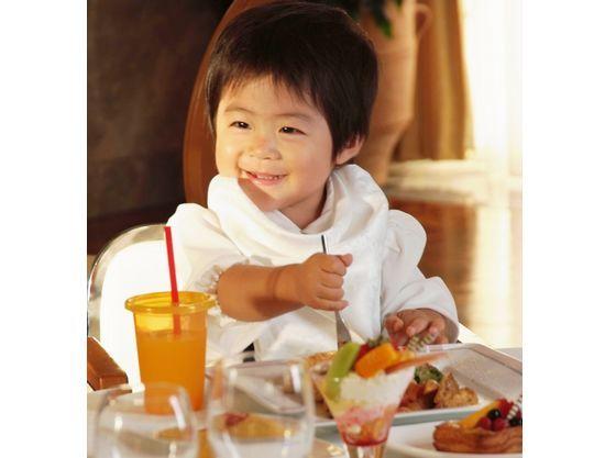 お子さまランチとプチコースがあり年齢に合わせて提供