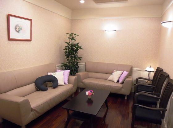 会場近くに個室があり、ベビーシッター用のお部屋としても便利
