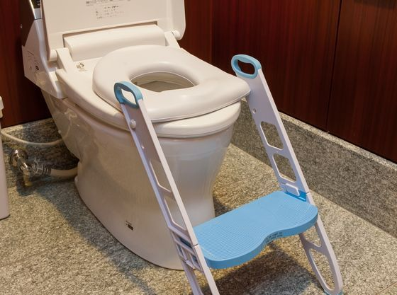 お子様用の便座も各フロアのトイレにご用意!