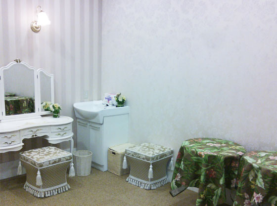 ブライズルームのすぐ側に授乳に使えるお部屋があります。