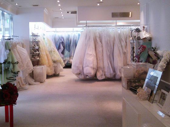 マタニティの新婦様でも安心して運命の一着のドレスに出会えます。