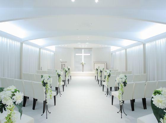 柔らかな自然光に包まれたチャペルで叶える結婚式♪
