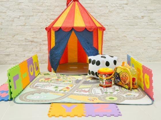 プレイマットにおもちゃを広げて安心して遊べるスペースも確保♪