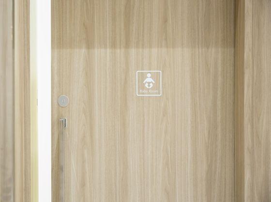個室で内鍵のかけられる授乳スペースを安心して利用できる!