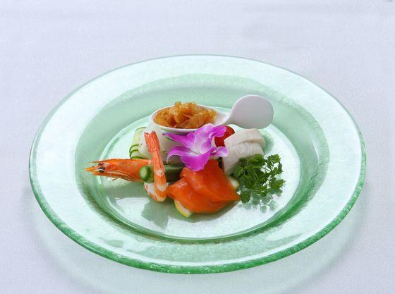沖縄県産食材を使ったメニューをお楽しみください。