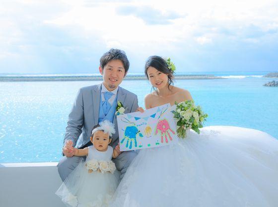チャペルからは沖縄の青い海が見渡せます。
