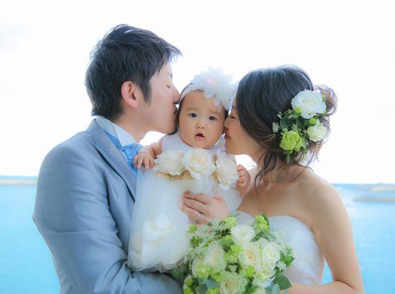 誓いのキスはお子様を間にはさんで。