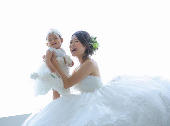 ママと一緒にドレスで2ショット。