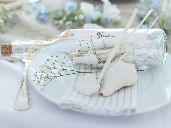 海をテーマに貝殻装飾と空き瓶にメッセージを
