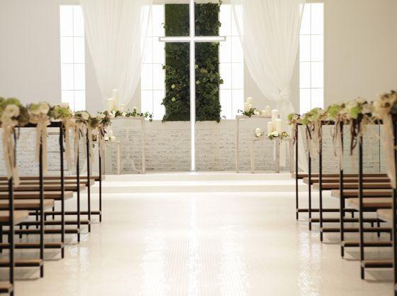 白くてさわやかな雰囲気のある白いチャペル オワゾブルー