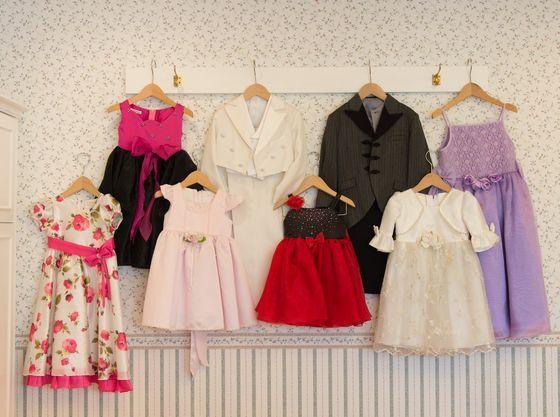 お子様衣裳も年齢に合わせた豊富な品揃え。