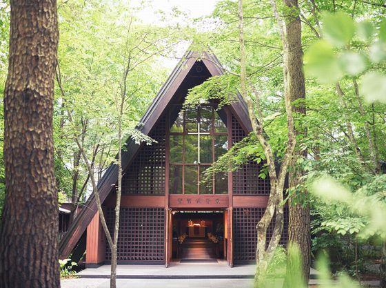 【軽井沢高原教会】清らかな木立に包まれる軽井沢を代表する教会