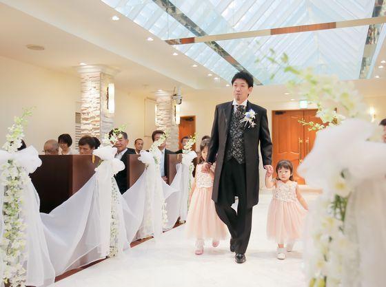 一緒に小さな花嫁と入場シーン♪