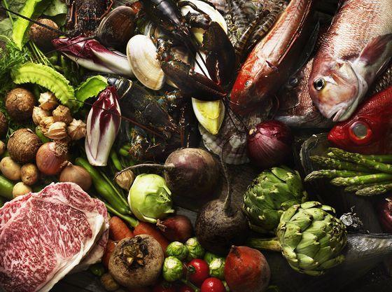 最高の食材を贅沢に使用して専属シェフが提供する最上級の料理