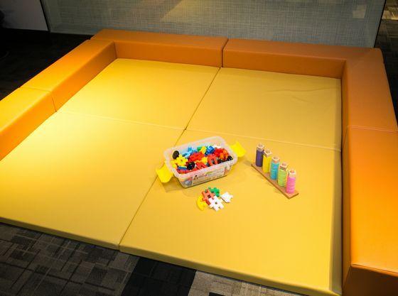 打ち合わせスペースや会場内にキッズスペースの用意も可能♪